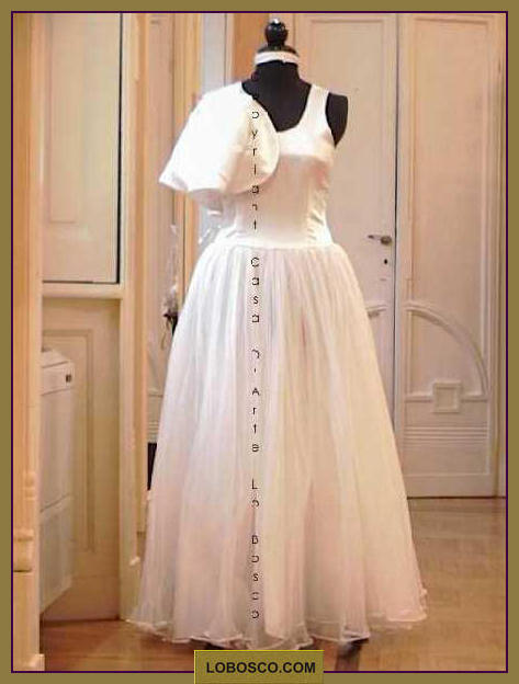 lobosco.com_00002342_abito_sposa_wedding_dress_bianco_white_avorio_avory_vintage_costumi_teatrali_storici_carnevale_spettacolo_costumes_clothing_theatrical_historical_carnival_performance_sp665.jpg